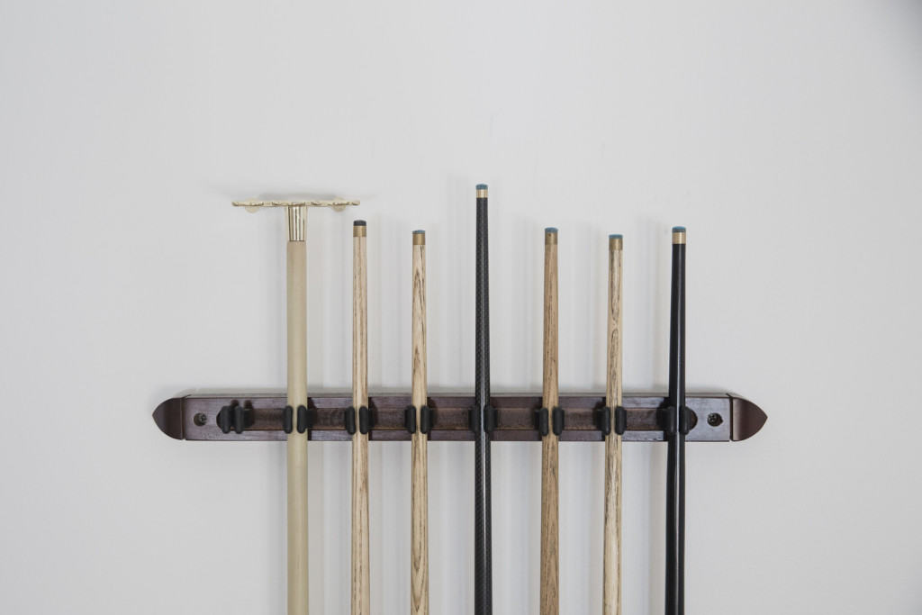pool cue and rack detailing