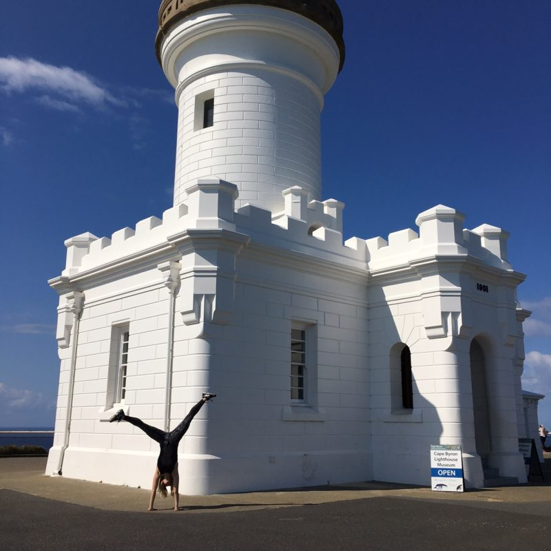 byron bay getaway feature image lighthouse handstand