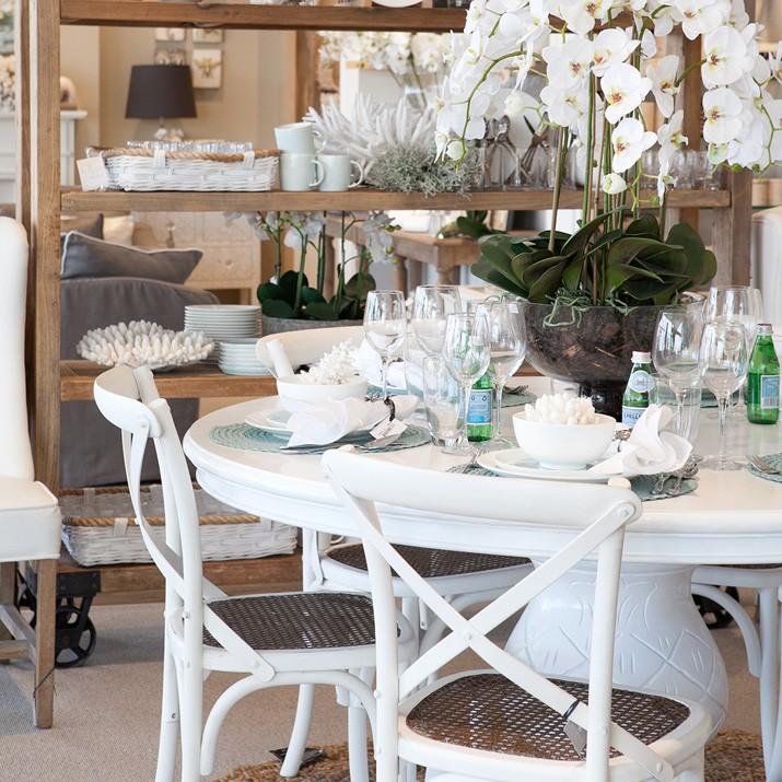 hamptons style christmas day table setting