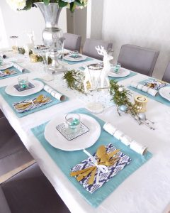 Christmas Day table setting centre piece and runner
