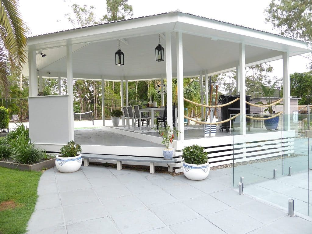 gazebo cmpleted and painted