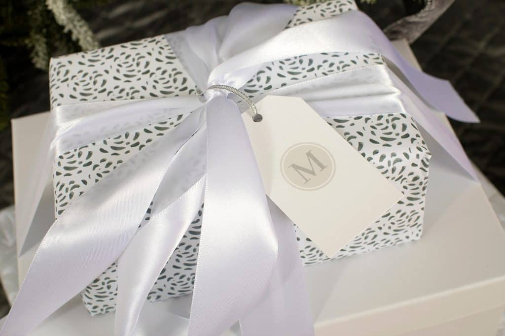 Balsam Hill Christmas Collaboration - Gifts with custom paper and gift tags